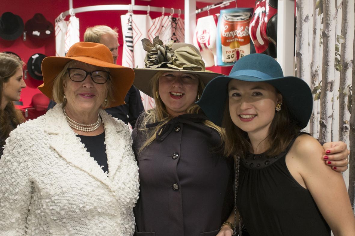 Mitarbeiterinnen des Auktionshauses Weidler