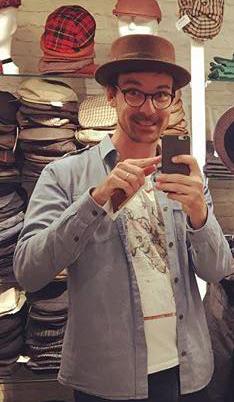 Jonas mit Hut