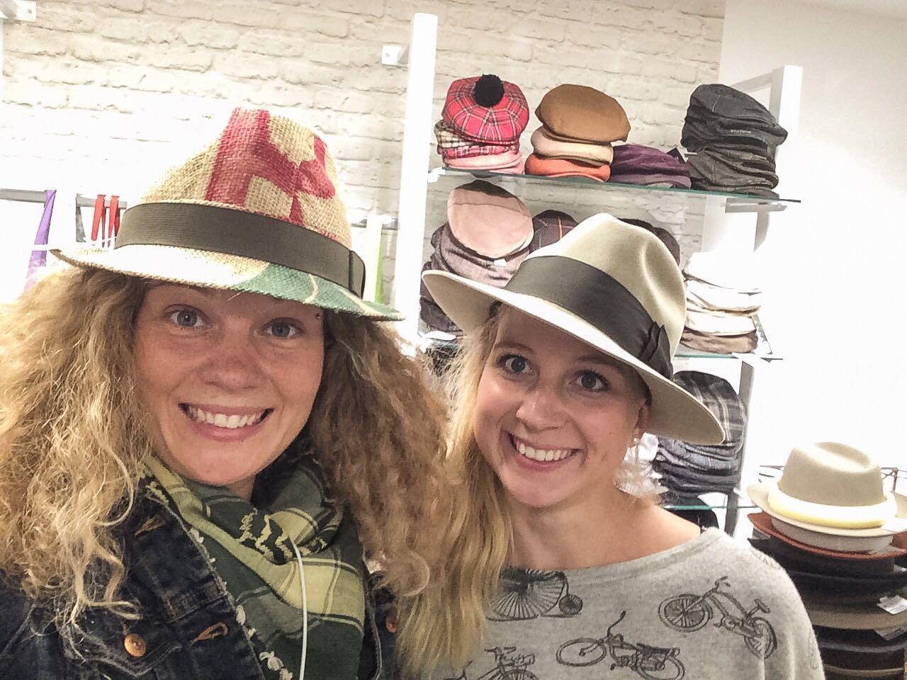 Katharina und Marie -Luise, gut behütet